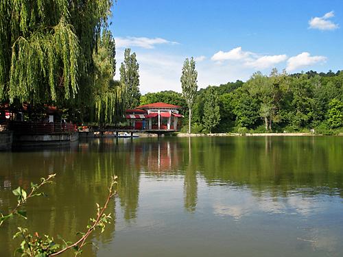 парк и езеро Борово око