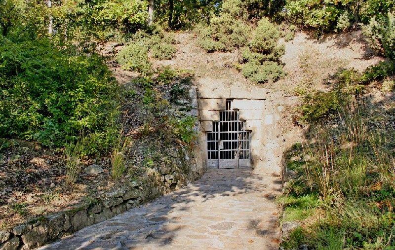 Тракийска куполна гробница Мезек
